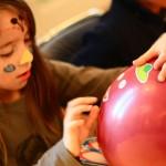 """Un """"ballon"""" en anglais, c'est """"balloon"""". C'est facile !!"""