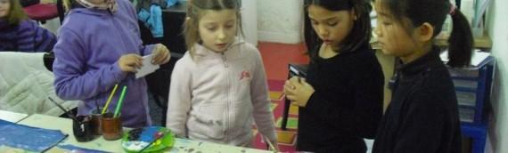 Les enfants parlent de la saison en anglais