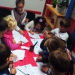 Au Kids School à Montpellier, les enfants répètent et apprennent l'anglais avec plaisir