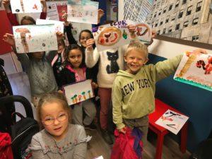 A Montpellier au Kids School les enfants font des travaux manuels en anglais