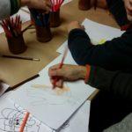 A Montpellier au Kids School les enfants font des travaux manuels en anglais.
