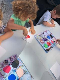 Les enfants apprennent à parler l'anglais à Montpellier